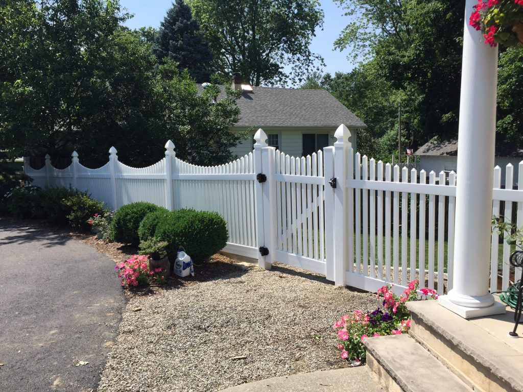 Classic PVC Picket Fence