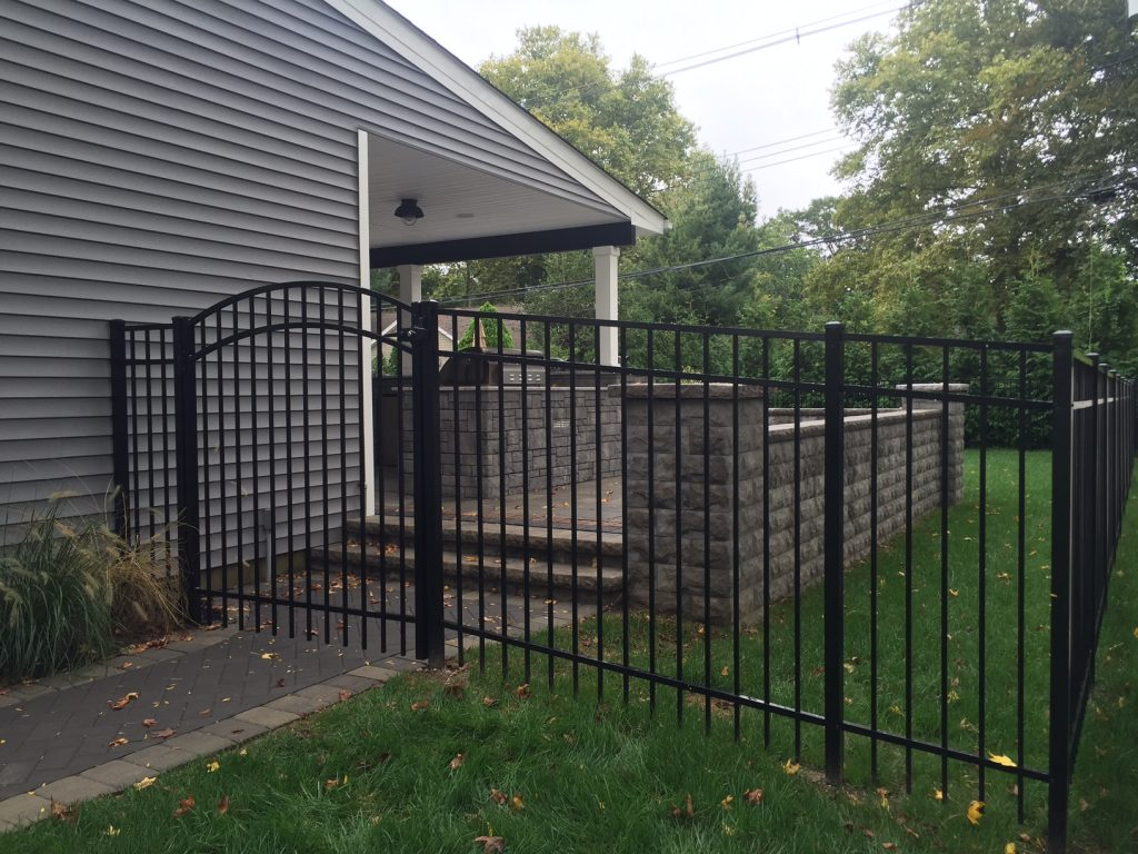 Jerith 202 Aluminum Fence with Arched Top Gate