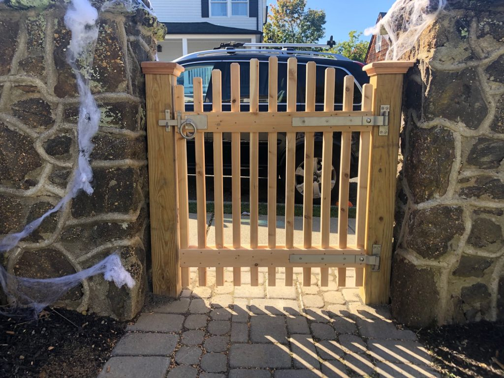 Cedar Arched Top Spindle Gate